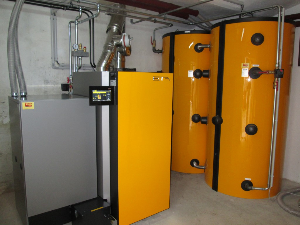 ETA TWIN Holzvergaser mit Pelletsbrenner 20kW und eine Wärmepumpe Buderus Logatherm 270l. ( Fam. Rauscher, Niederrußbach)
