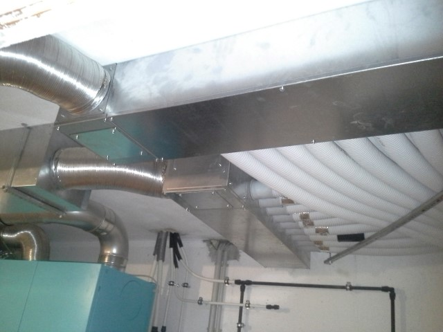 Luft-Wasserwärmpeumpe hocheffizientes Kompaktgerät für Lüftung, Raumheizung und Kühlung Fabr. Drexl & Weiss -Installation. [ Fam. Schuster - Hohenruppersdorf ]