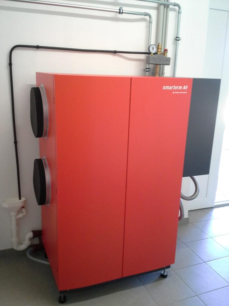 Hocheffiziente Luft/Wasser Wärmepumpe für Raumheizung und Kühlung Fabr. Drexl & Weiss mit Niedertemperatur-Heizkreis