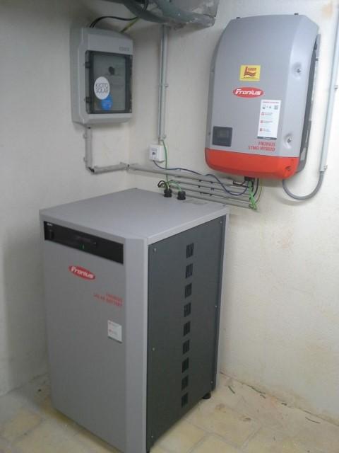 SEG Solar Batterie 4,5 / 3,6 kWh nutzbar und Symon Hybrid Wechselrichter 3.0-3-S. [ Herr Frank, Ziersdorf]