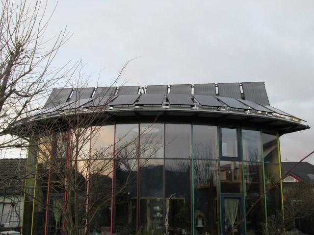 Photovoltaikanlage mit 4 kWp Leistung, 14 Module mit 290 Watt, Richtung Süden auf Wintergartendach aufgeständert montiert. [ Herr Skol, Ziersdorf]