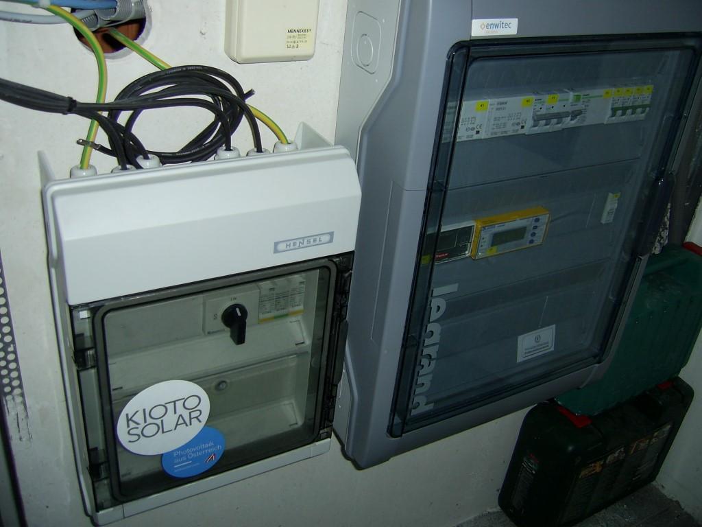 Smartmeter und Steuerungskasten für die Stromversorgung und Batteriespeicherung. [ Herr Skol, Ziersdorf]