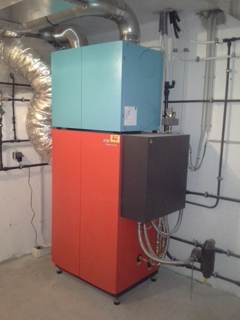 Luft-Wasserwärmpeumpe hocheffizientes Kompaktgerät für Lüftung, Raumheizung und Kühlung Fabr. Drexl & Weiss [ Fam. Schuster - Hohenruppersdorf ]